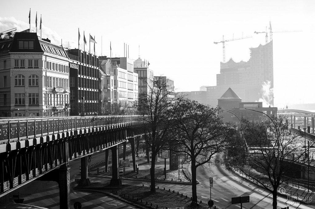 Morgens, an den Landungsbrücken